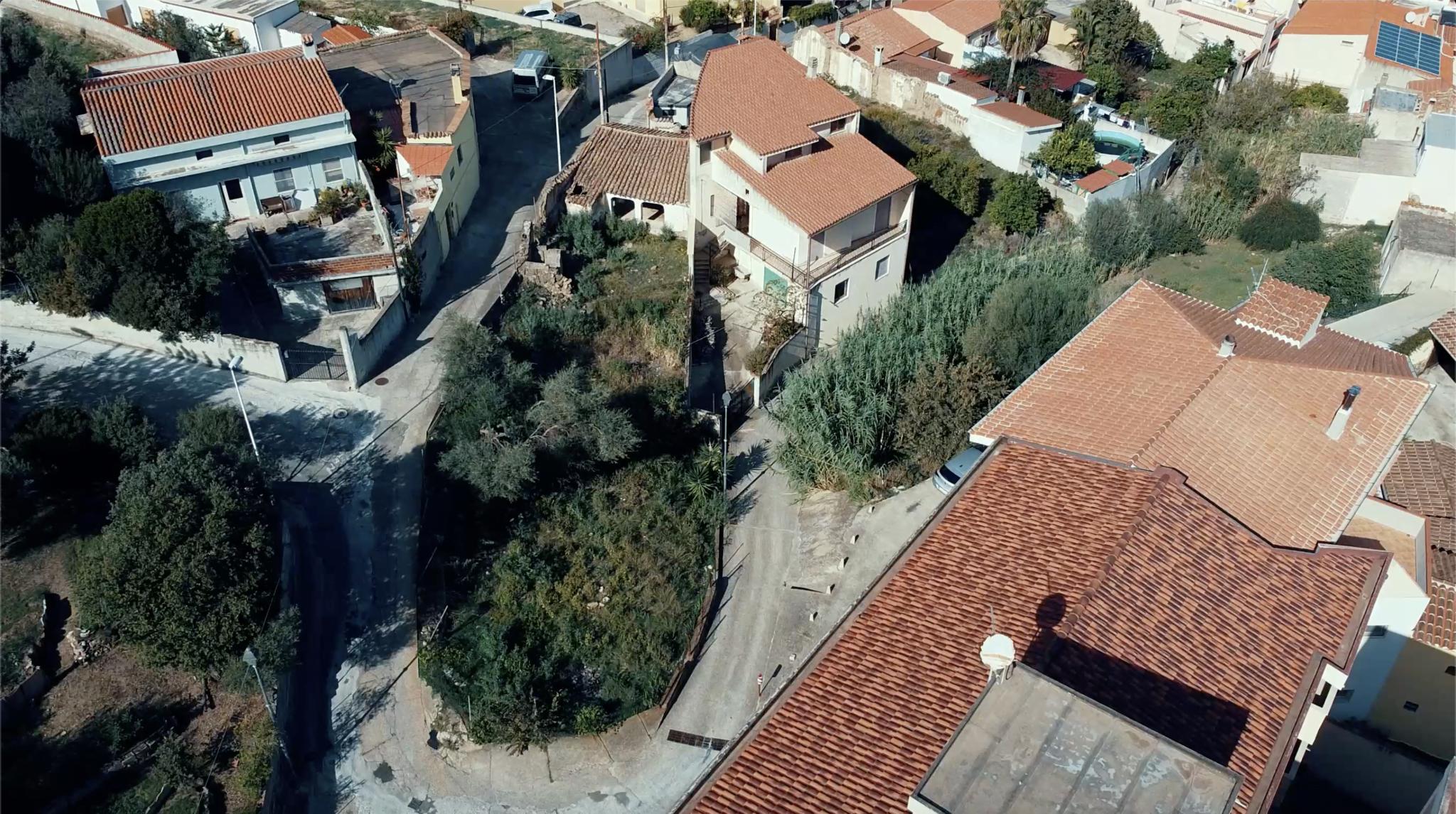 Interessante terreno con rudere in Via Portico